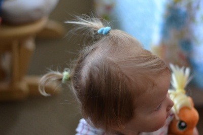 Littel isster and little pony get pony tails.